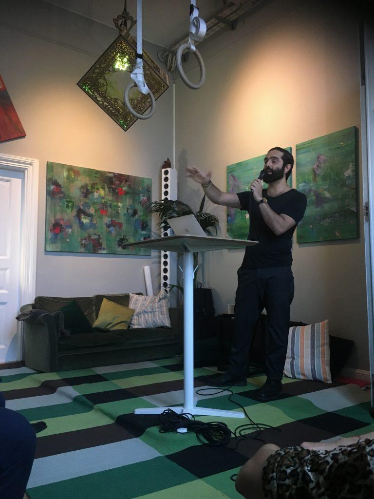 Navid Modiri inleder seminarium om social integration - Näringslivsuppropet på The Castle i Gamla stan, Stockholm