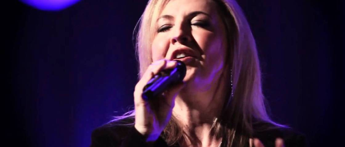 Darlene Zschech, God Is Fighting For Us