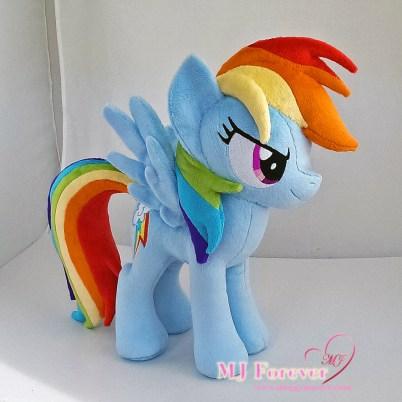 Rainbow Dash plushie sewn by meeee!!!! :)