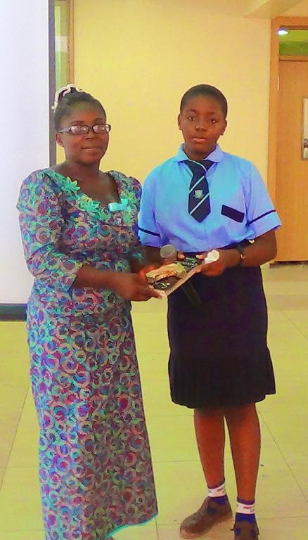 the-head-teacher-mrs-obahor-receiving-a-lifetime-achievement-award-from-onwuli-winifred_17569653406_o