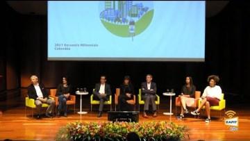 Conversación entre líderes empresariales de diferentes generaciones