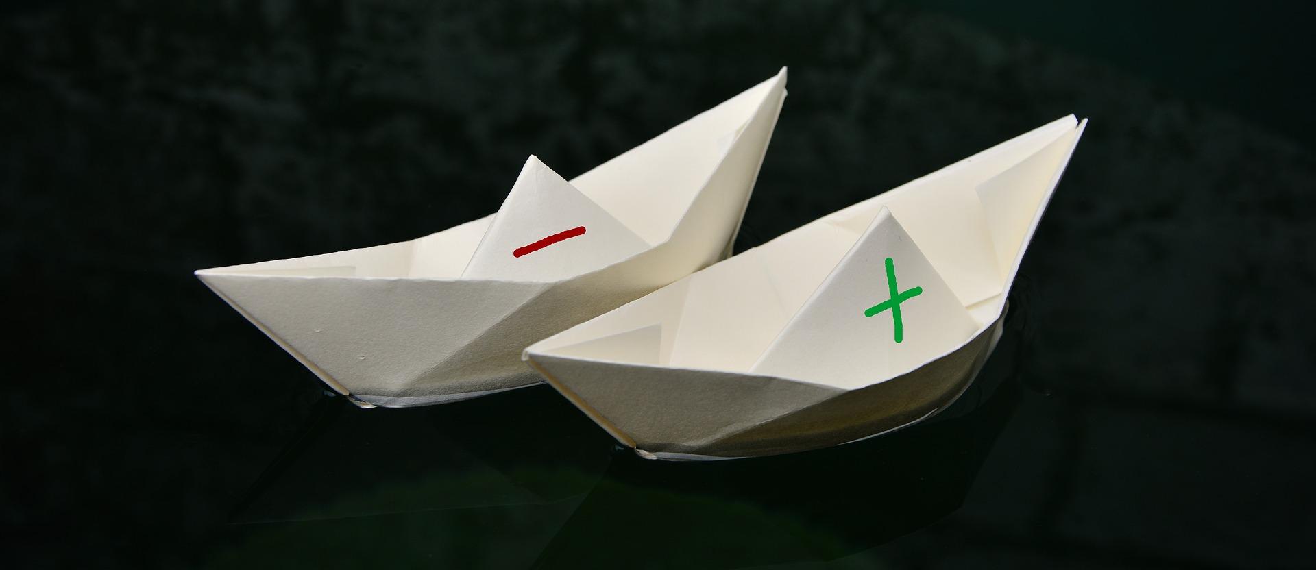 紙で作られた船