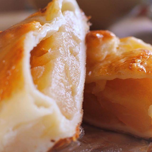 仁木町フルーツファクトリーのアップルパイ!しっとりした食感と甘くて爽やかなリンゴの味に心まで優しくなってまう☆#アップルパイ #applepie #グルメ #delicious #oisii #hokkaido #sapporo #japan #yammy #instafood #follow #followme #instagood #food #instagram #ノマサール条約 #タベラサール条約