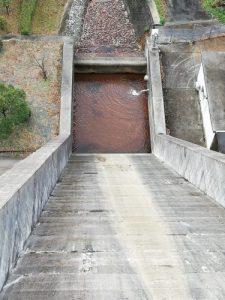 北谷ダムから見下ろす。巨大な滑り台?