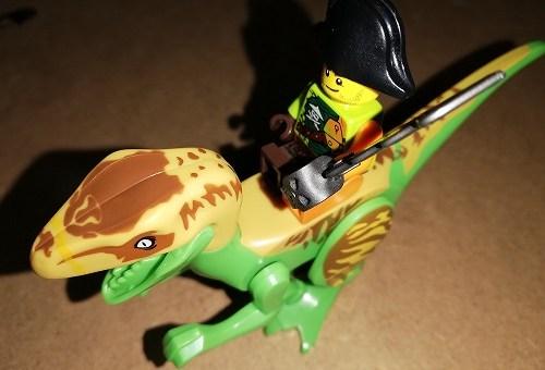 レゴ恐竜は互換品、人間は正規品