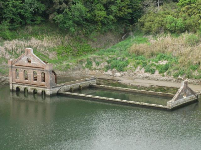 Руины электростанции Sogi power station. Япония