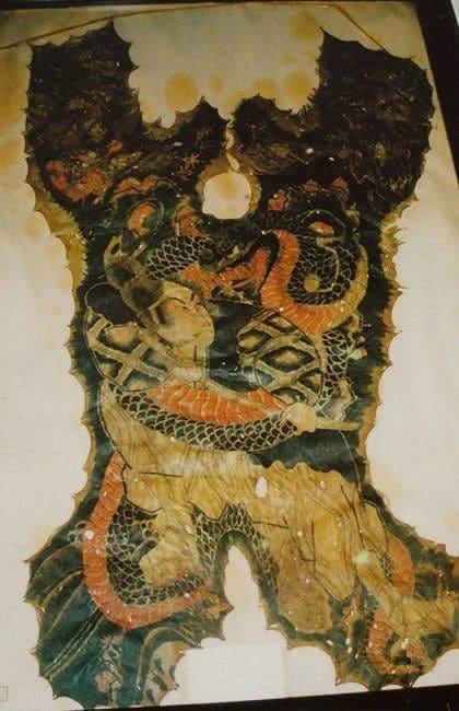 Коллекция сохранившихся человеческих шкур 9