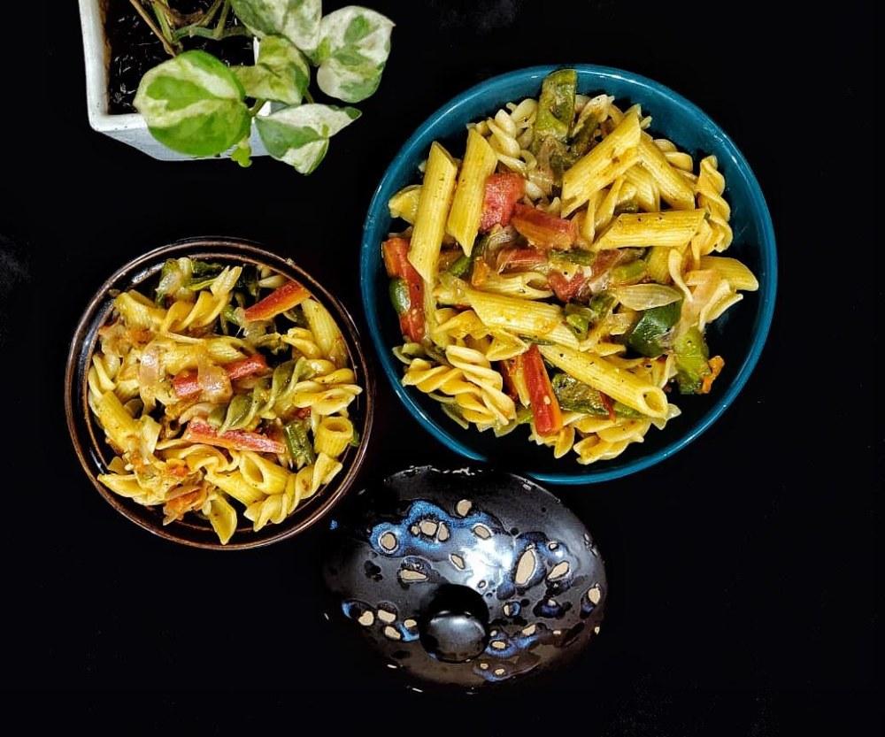 Mix_sauce_pasta
