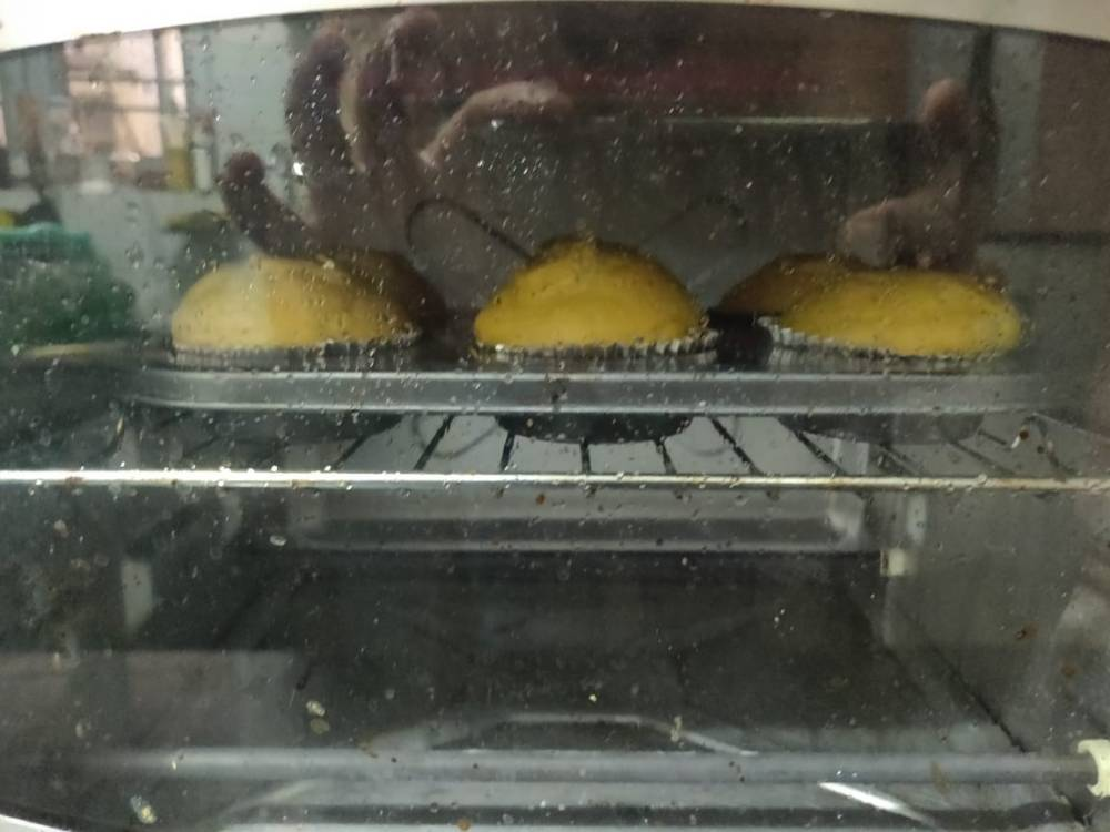 Pumpkin-cupcakes-in-oven