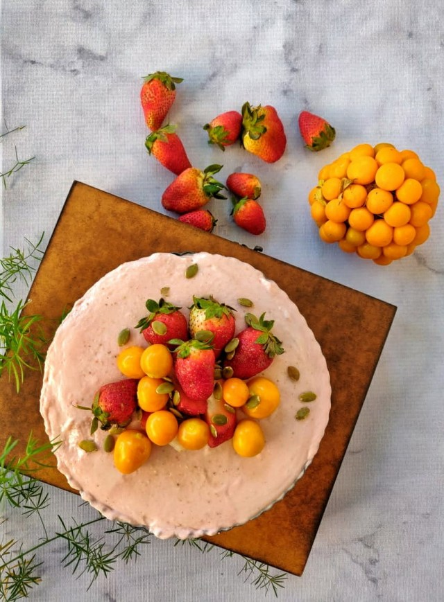 Strawberry_no-bake_cheesecake