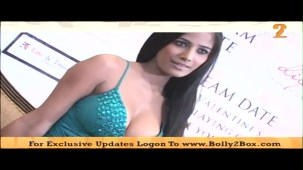 Poonam Pandey shows deep 04