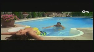 Twinkle's Sensuous Track - Halka Halka Dard Hai - International Khiladi _ HQ - YouTube(3)[12-43-29]