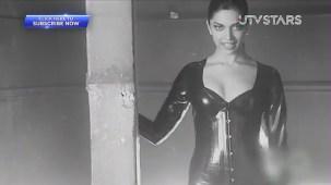 Sexiest Deepika Padukone exposes her curves!! - UTVSTARS HD - YouTube[(000259)19-50-45]