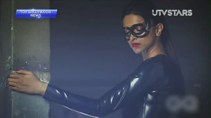 Sexiest Deepika Padukone exposes her curves!! - UTVSTARS HD - YouTube[(000410)19-50-55]