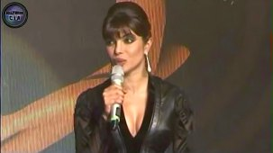 SHOCKING_ Priyanka Chopra shows CLEAVAGE - YouTube[(000378)19-20-31]