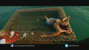 Be Intehaan - Race 2 - Official Song Video_ Saif Ali Khan & Deepika Padukone - YouTube(2)[20-36-51]