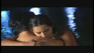 Doli And Suraj's Steamy Kiss - Meghna Naidu - Classic Dance Of Love - Hit Hindi Movie - YouTube(2)[(001012)20-40-36]