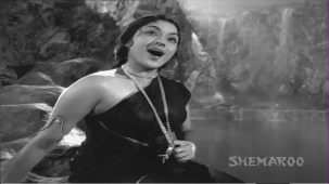 Jis Desh Men Ganga Behti Hai - Par 5 Of 17 - Raj Kapoor - Padmini - Classic Hindi Movies - YouTube(7)[(013681)20-26-05]