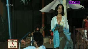 Hot n sexy Sophie in swimsuit - Aa Dekhen Zara - YouTube(3)[21-19-08]