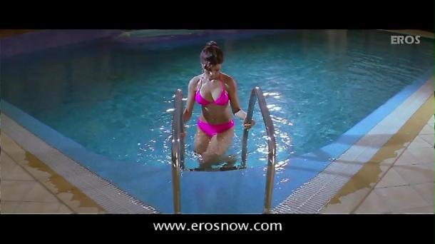 Is Tarah Deewane - Full Song - Insan ft Ajay Devgn & Koena Mitra - YouTube(2)[(002560)19-57-59]