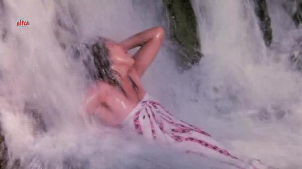 Mandakini Hot Bathing Scene - Jaal[20-50-09]