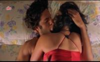Hot Smooch Between Fardeen & Meghana, Prem Aggan - Scene 8_11[17-39-36]
