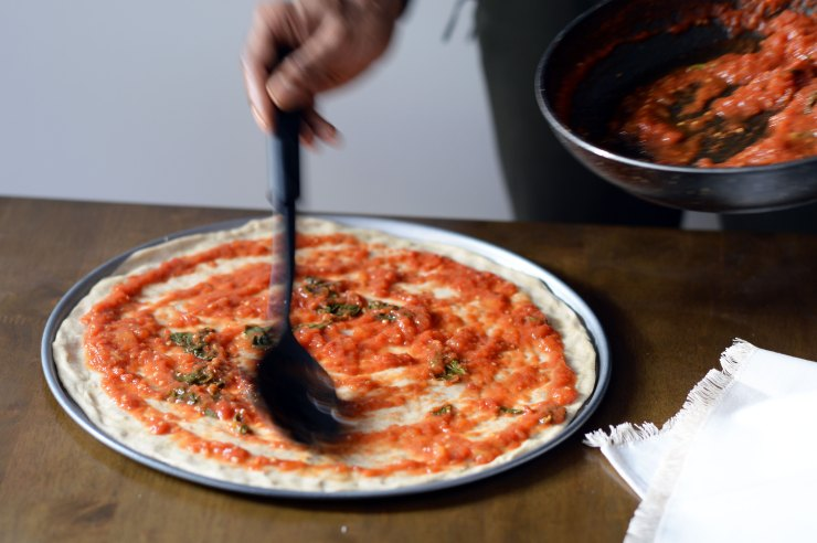 tomatoe-based-pizza-recipe-step-by-step