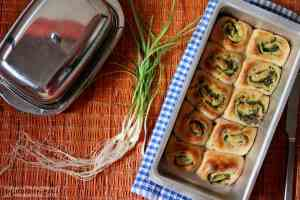 Whole Wheat Pull Apart Bread with an Indian Style Pesto spread