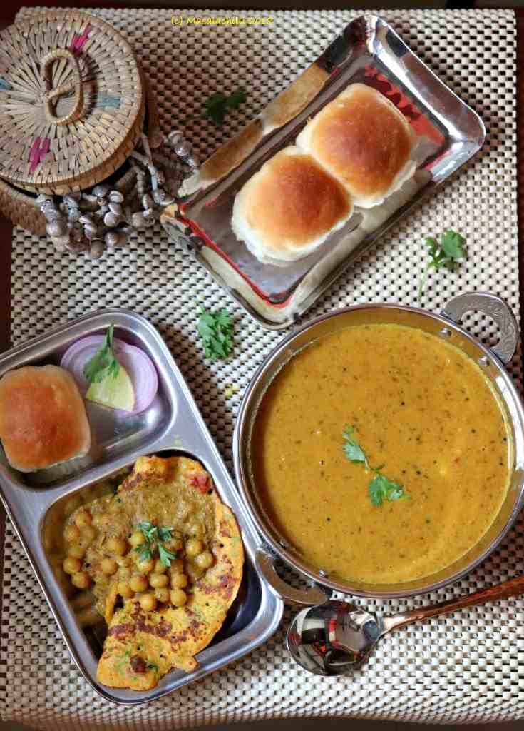 Chana Ros or Chanya Ros (Dry White Peas Goan Curry) with Omelette and Pav