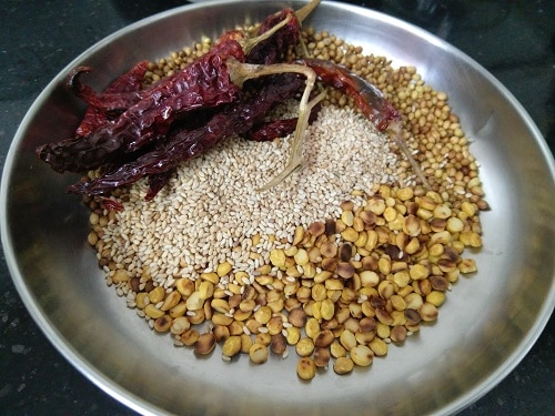 How to make Puliyodharai podi Iyengar Style