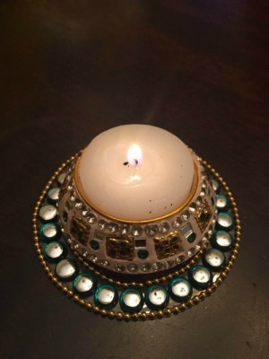 sindhoor/jewel box diya