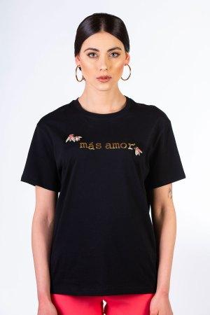 tshirt nera con gioiello