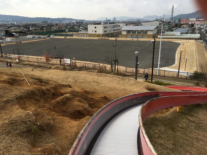 秋葉山公園の広場と静岡市内