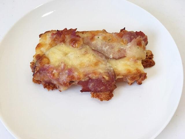 ベーコンとチーズの乗ったクロックムッシュ