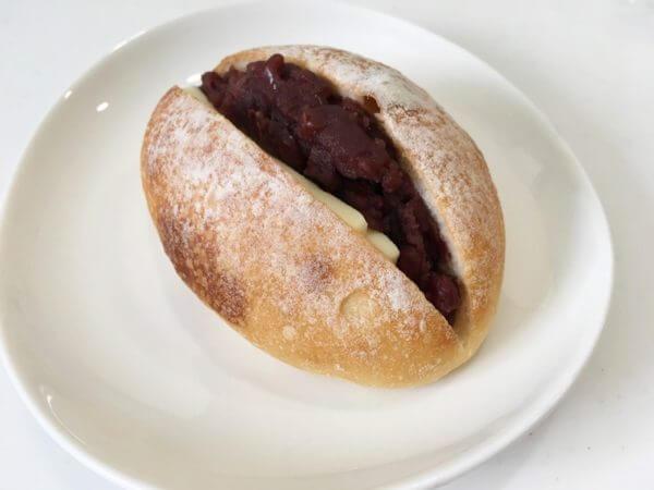 あんバターが挟まれたパン