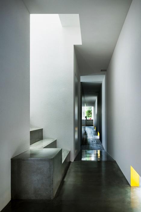 Desain Interior Terbaik Untuk Rumah Sempit - Promenade House by FORM Kouichi Kimura Architects 2