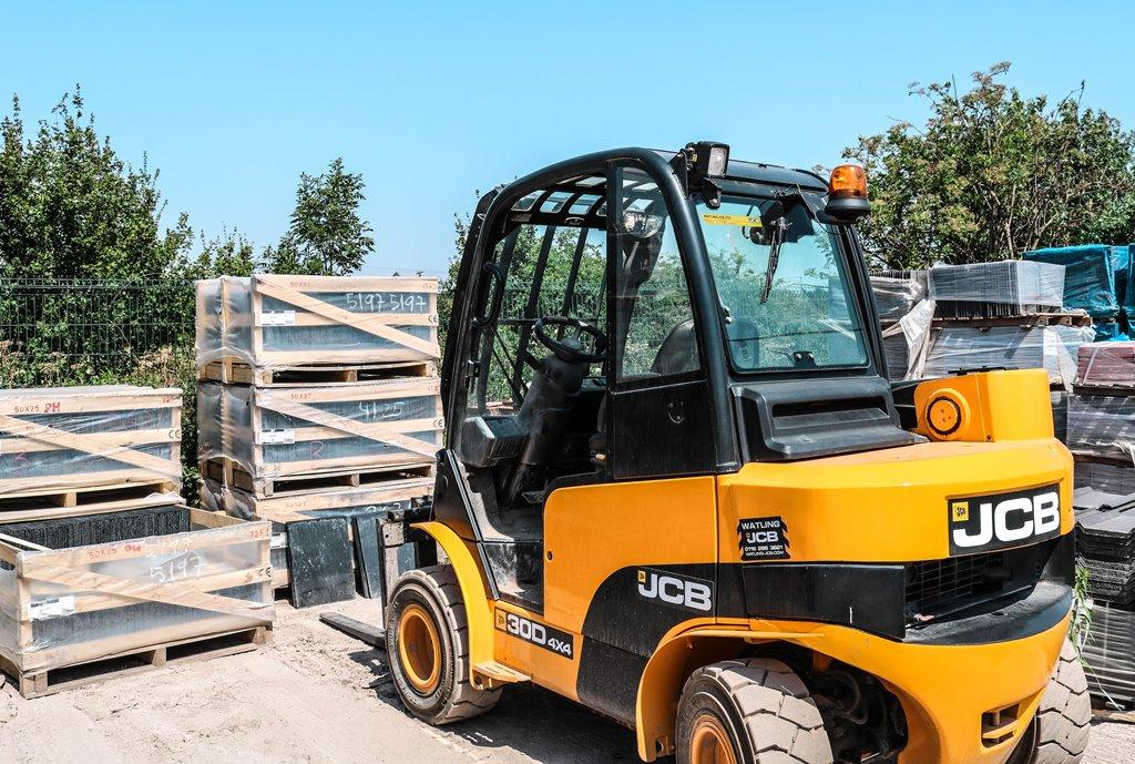 Gambar Pemeliharaan Forklift