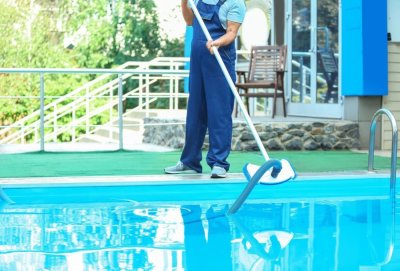 pool cleaning companies