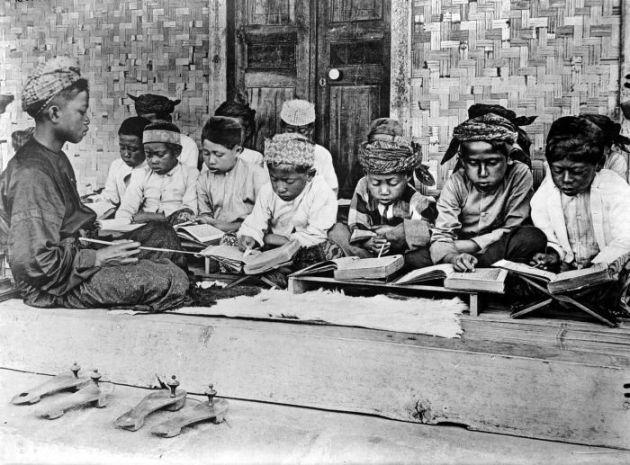 3 Teori dan Jalur Masuknya Islam ke Indonesia: Ketiga Melalui Jalur Pendidikan