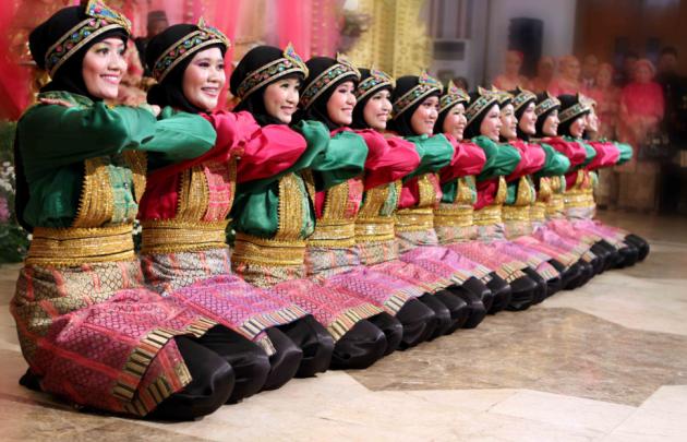 Nama tarian daerah tradisional Indonesia dan maknanya Tarian Saman dari Provinsi Aceh