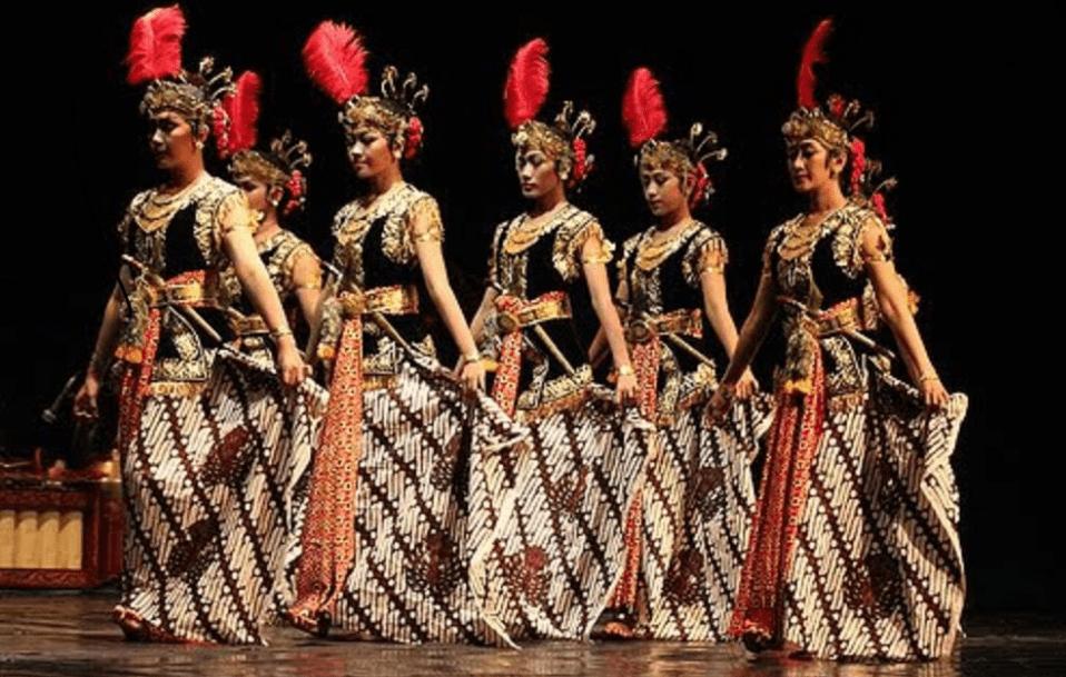 Macam-macam Tarian Daerah dan Penjelasannya Tarian Bedhaya Ketawang dari Jawa Tengah