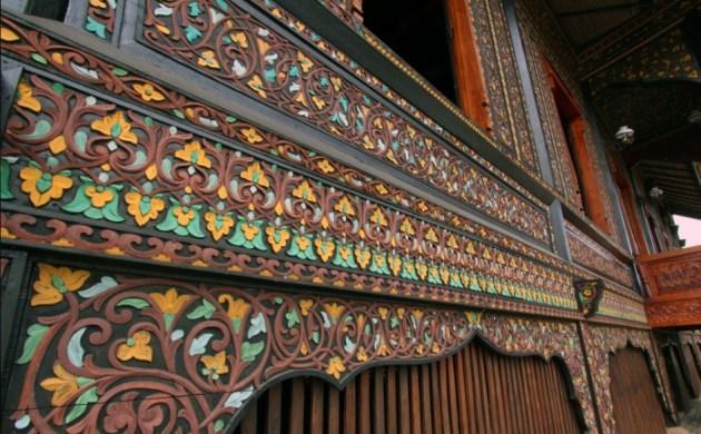 ukiran-rumah-adat-minangkabau-bagonjong