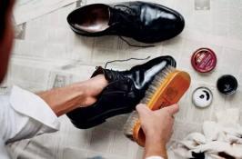 Cara merawat dan membersihkan sepatu kulit menyemir sepatu