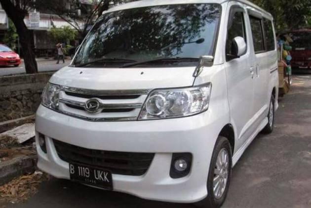 Mobil Luxio Travel Jogja Semarang berangkat malam
