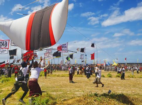 festival layangan bali