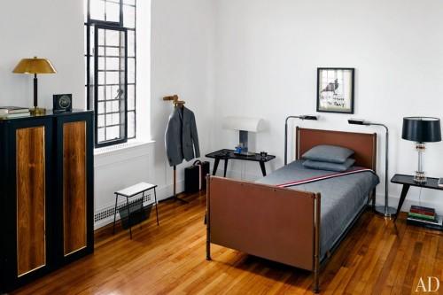 item4.rendition.slideshowWideVertical.thom-browne-07-bedroom