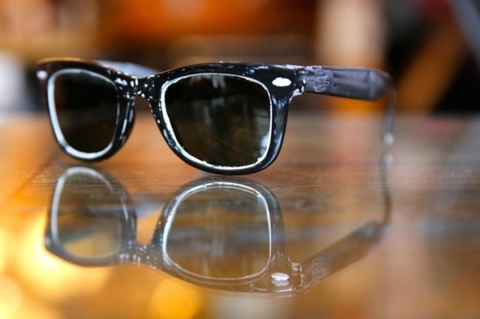 casey-neistat-balenciaga-glasses_55039426-1800x1200-1800x1200