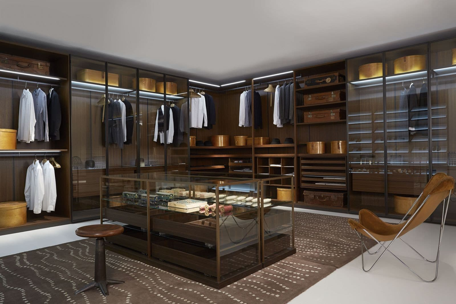 Sartorial display the storage solutions of porro for Dressing room interior