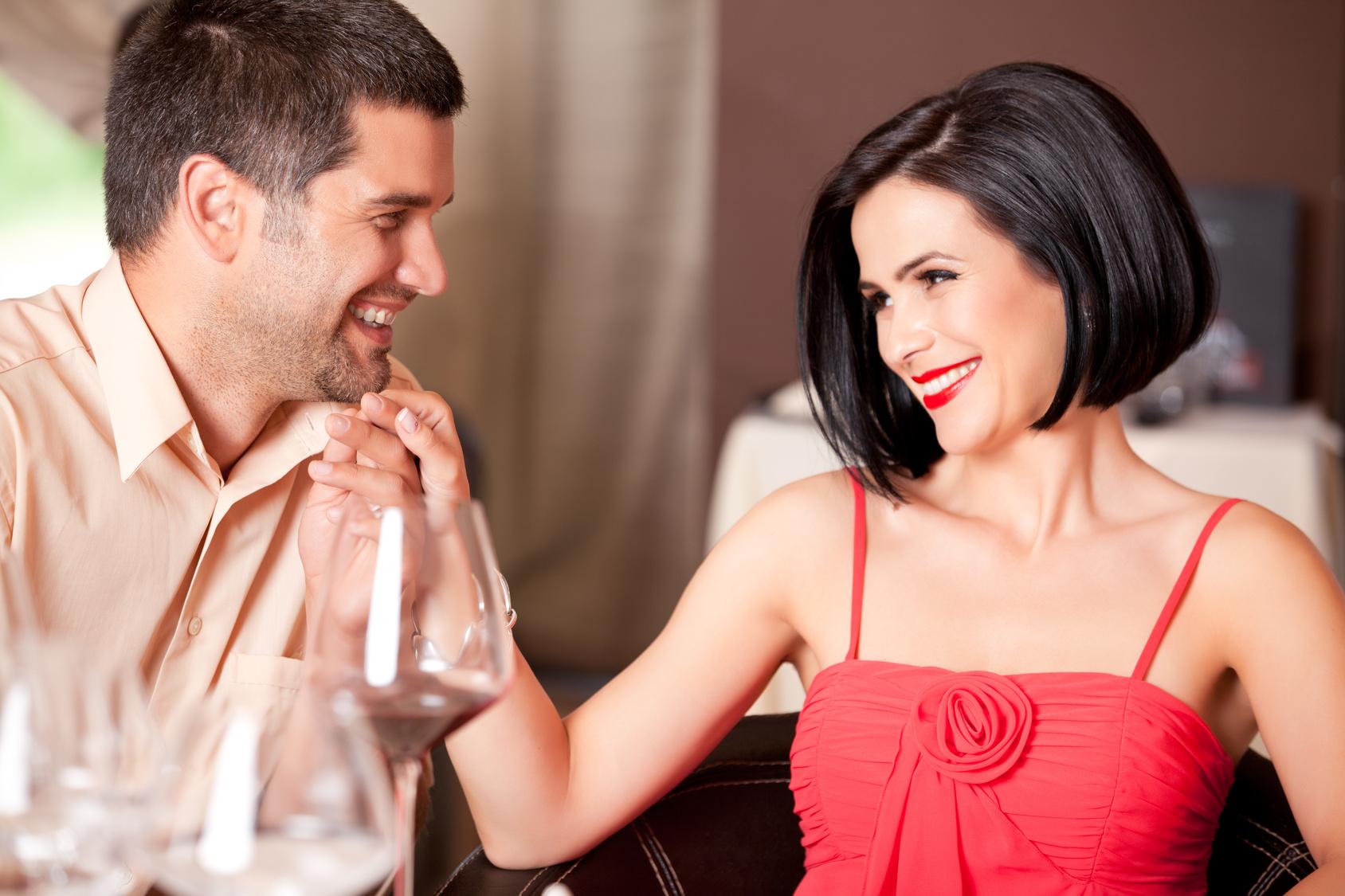 муж интересуется другими девушками на работе