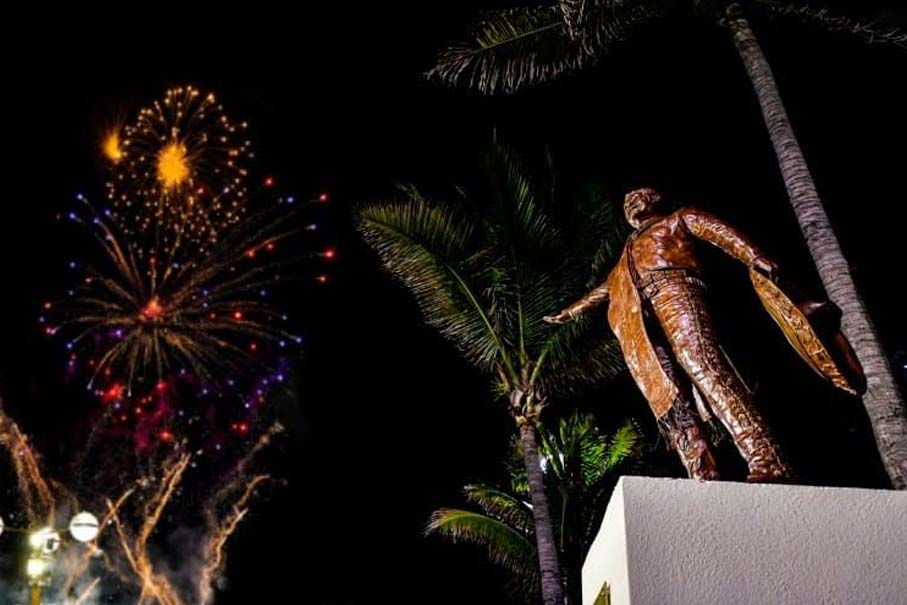 Develan Estatua de José Alfredo Jiménez en Mazatlán | Más de Acá